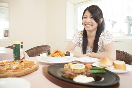 kafe: Women to eat in the restaurant