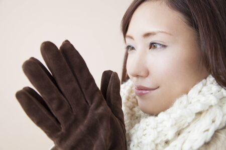 the silencer: Women get cold wearing gloves