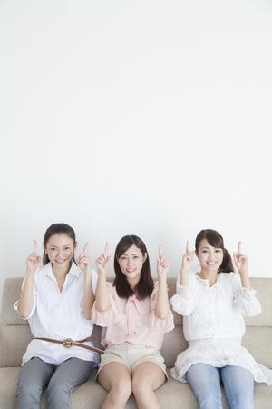 Le donne che puntano in alto Archivio Fotografico - 43744855