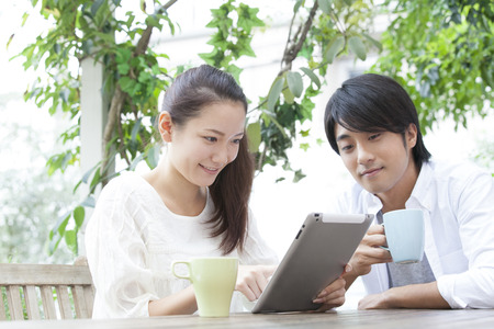 Couple to see the tablet PC on the terrace