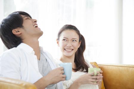 seres vivos: Pareja de relax en el sof�