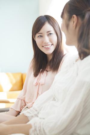 enjoyable: Women chatting in the living room