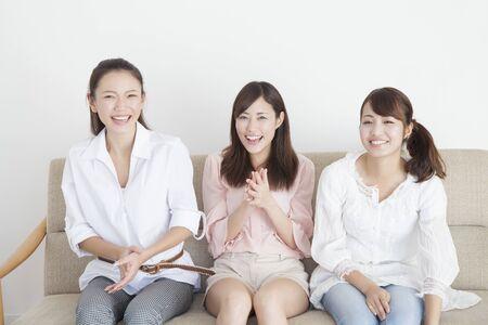 seres vivos: 3 personas sonrisa mujeres Foto de archivo