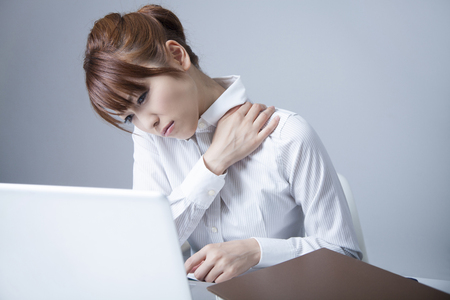 office lady suffering from shoulder stiffness
