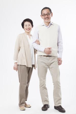 parejas felices: Matrimonios de edad sonriendo del brazo Foto de archivo