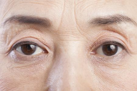 de ogen van senior vrouwen