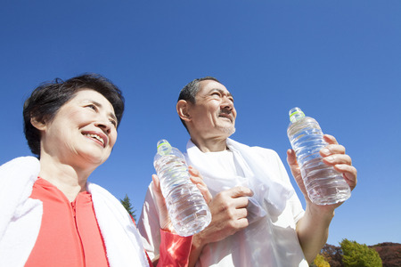 Senior couple drinking water after exercise Zdjęcie Seryjne