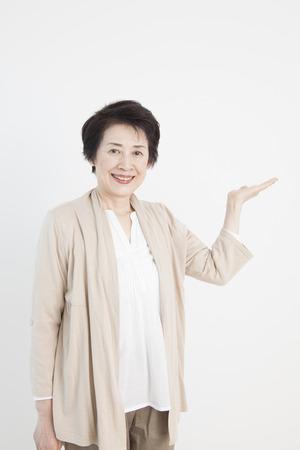 年配の女性の笑みを浮かべてください。 写真素材