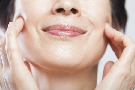 smooth skin: Senior women for pressing the cheek