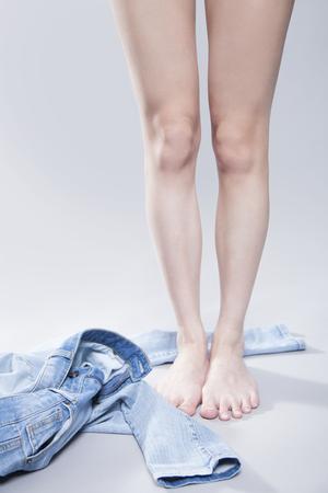 women undressing: Women who take off the denim pants