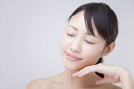 close your eyes: Woman to close the eyes to place your hand on chin Stock Photo