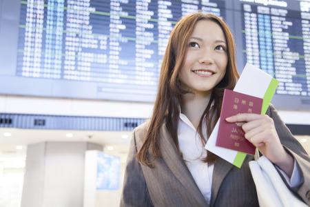사업가 비행기의 시간표 앞에 미소 스톡 콘텐츠 - 51459568