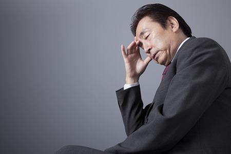 dolor de cabeza: Los hombres de negocios que piensan