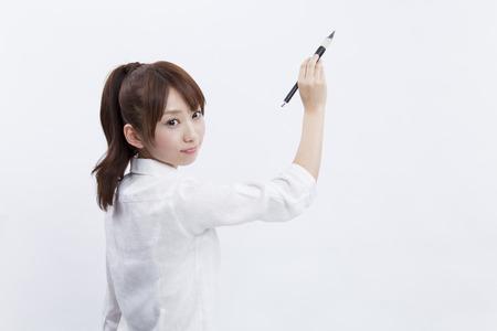 펜을 들고 여자
