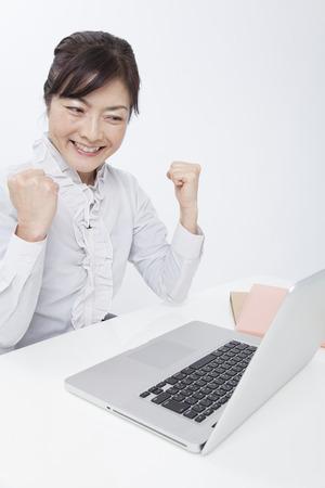 wnętrzności: Businesswoman to guts pose desk