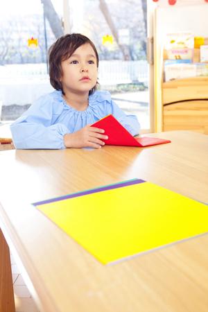 smocking: Kindergarten boy fold origami