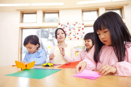 kinder: Kindergarten y kindergarten maestros plegado origami