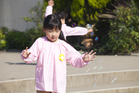 kindy: Kindergarten girls to wipe the soap bubble