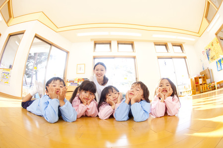 kindy: Kindergarten and smile kindergarten teachers of that smile and with the Hozue Stock Photo