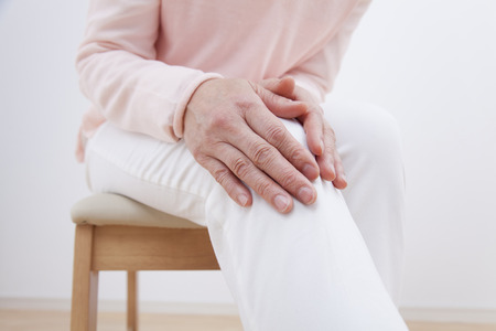 Middle women knee hurts