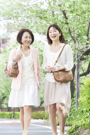 Middle women who walk while chatting