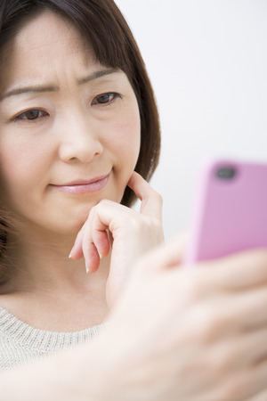 difficult lives: Middle Lady to work with Smartphones