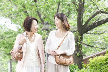 shopping buddies: Middle women who walk while chatting