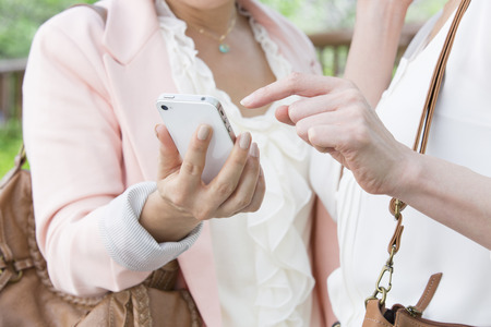 early forties: Middle women who see the Smartphone Stock Photo