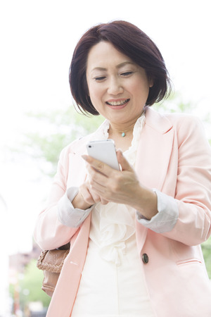 Middle Lady to work with Smartphones