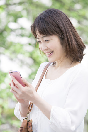 early forties: Middle Lady to work with Smartphones