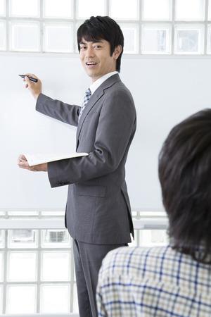 小学生を教えるために教師が指導を受けると