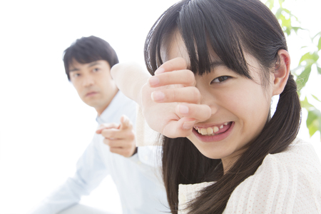 scold: daughter cry to father scold
