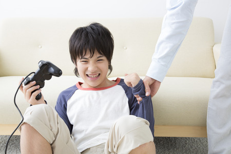 scold: Father scold son for gaming