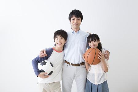 niÑos contentos: La sonrisa de padre-hijo
