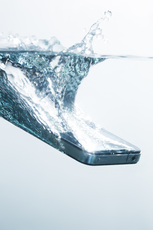 Smartphone to sink in water