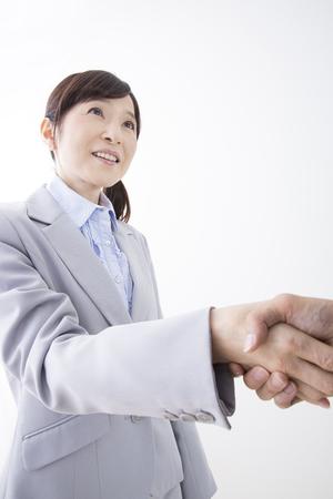 握手を求めてオフィス レディー