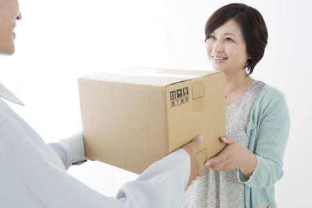 mail order: Middle woman to receive the luggage