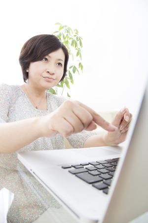 inexperienced: Inexperienced middle woman in the computers operation Stock Photo