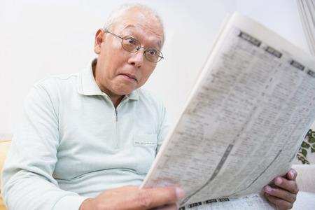 シニア新聞記事の人に驚いた 写真素材