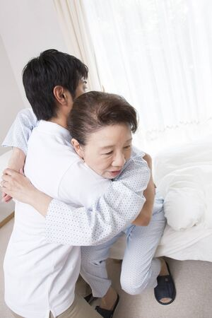 the elderly residence: Caregiver to take up a senior woman