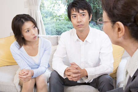 the elderly residence: Middle couple to talk with veteran sales lady