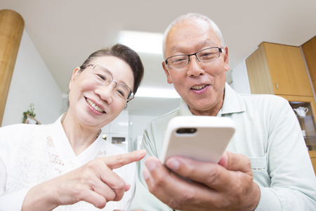 Senior couple to work with Smartphones