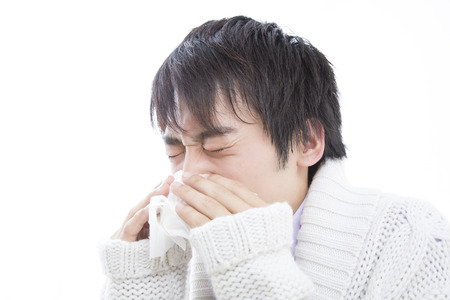 snot: Men bite the nose