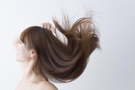 wavering: Streaming hair women