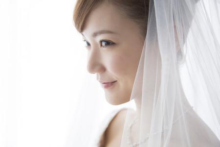花嫁の笑みを浮かべてください。