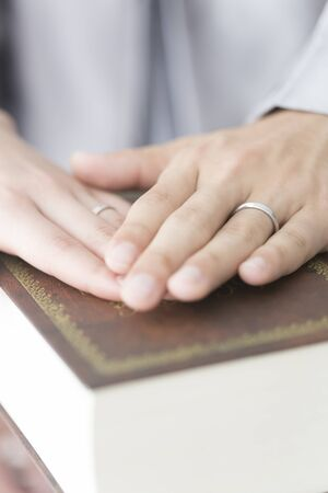 swear: The bride and groom to swear in the Bible Stock Photo