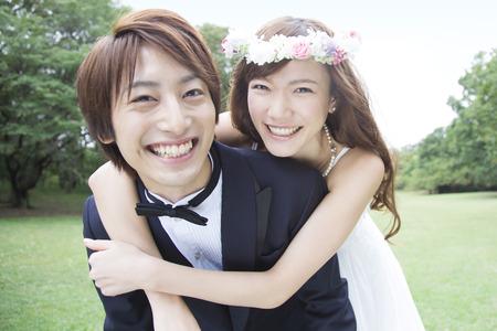Bride to be hugging from behind to groom 版權商用圖片