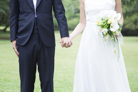feier: Braut und Bräutigam mit der Hand