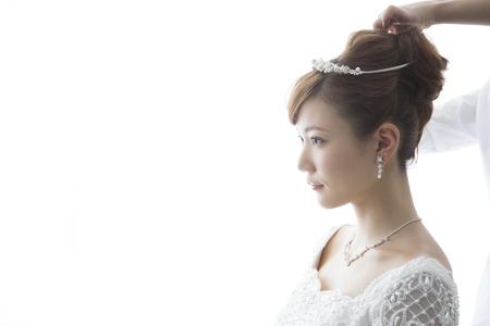 花嫁の髪の毛をセットしてもらって 写真素材