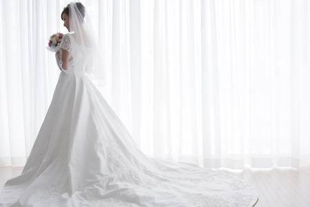 feier: Braut mit Blumenstrauß